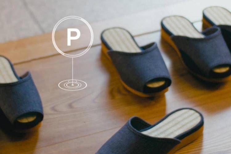 Sandal-sandal yang disediakan sebuah hotel di Jepang bisa kembali ke tempatnya sendiri setelah tak digunakan.