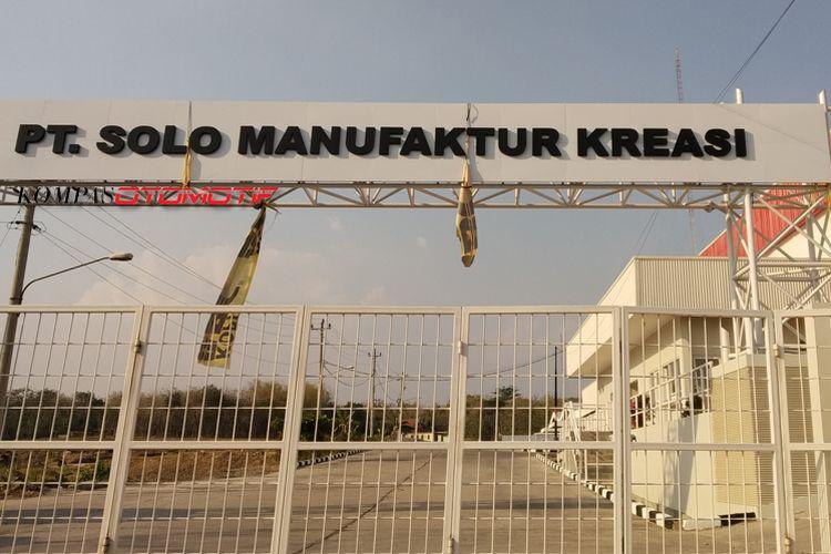 Pabrik Esemka di Boyolali dengan papan nama PT Solo Manufaktur Kreasi.