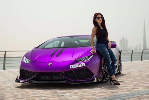 Ketika Wanita 'Bermain' dengan Lamborghini Huracan (Video)