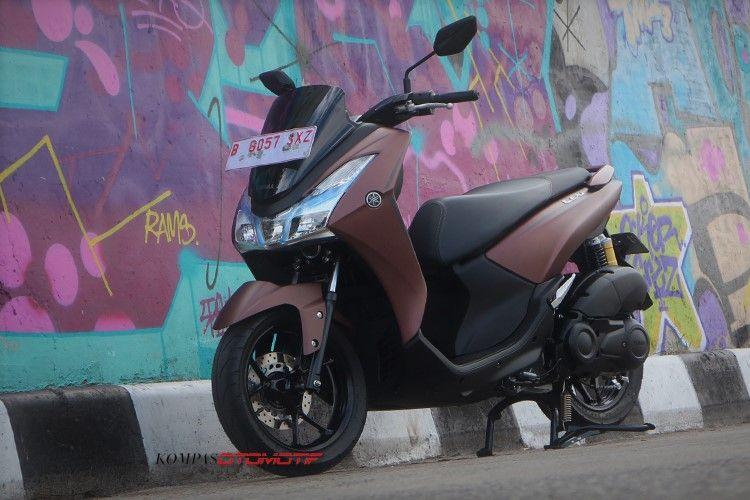Tes Yamaha Lexi 125 pesain Honda Vario 125