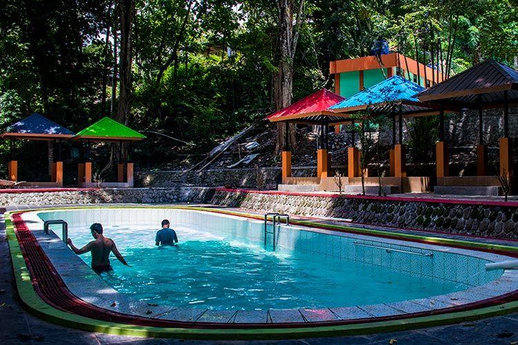 Kolam renang kedua di Wisata Batu Seribu, Sukoharjo.