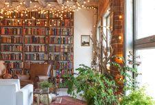 6 Inspirasi Mendekorasi Rumah dengan Lampu Tali