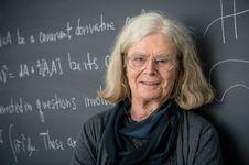 Kisah Gelembung Sabun dan Penghargaan Abel Bagi Karen Uhlenbeck