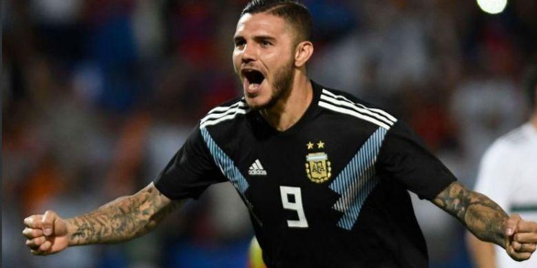 Striker tim nasional Argentina, Mauro Icardi, merayakan gol yang ia cetak saat melawan timnas Meksiko pada Selasa, 20 November 2018