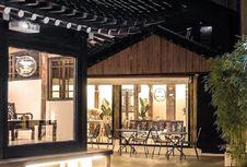 Kafe Ini Tersembunyi di dalam Rumah Kuno Berusia 100 Tahun