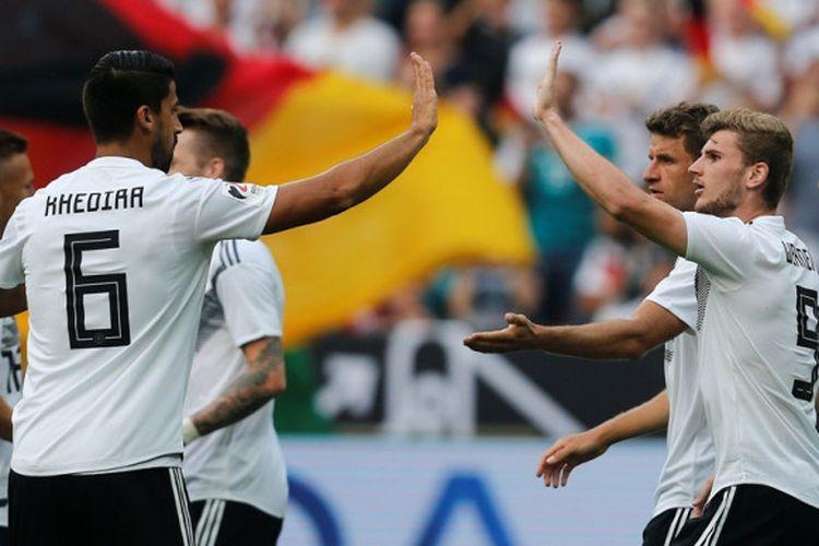 Penyerang Jerman, Timo Werner (kedua dari kanan), merayakan gol yang dicetak ke gawang Arab Saudi dalam laga persahabatan di Stadion BayArena, Leverkusen, Jerman pada 8 Juni 2018.
