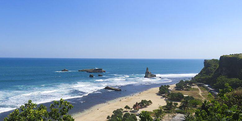 Keindahan Pantai Buyutan dilihat dari tebing sebelah timur.
