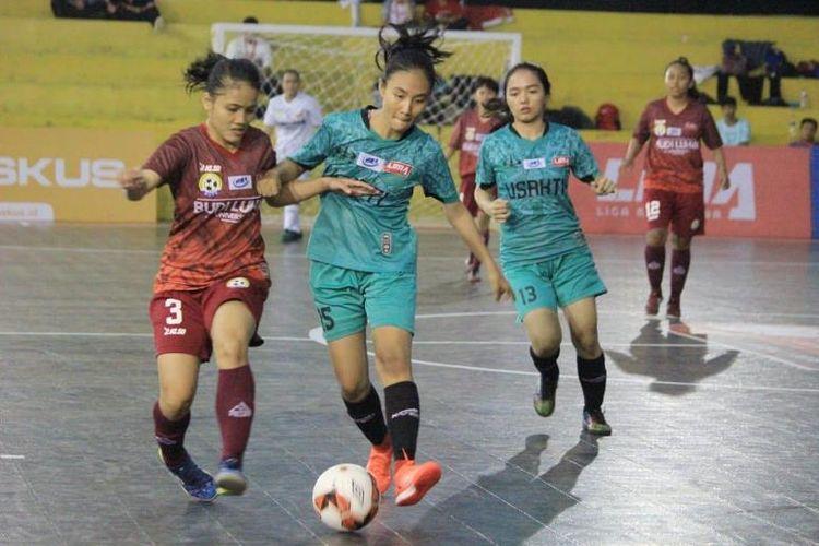 Duel seru tergelar antara putri Universitas Trisakti (Usakti) dan Univ. Budi Luhur (UBL) pada Senin (3/12). Kedua tim  pun akhirnya berbagi angka dalam laga di GOR Basket Stadion Patriot Bekasi  yang berakhir dengan skor 4-4 itu.