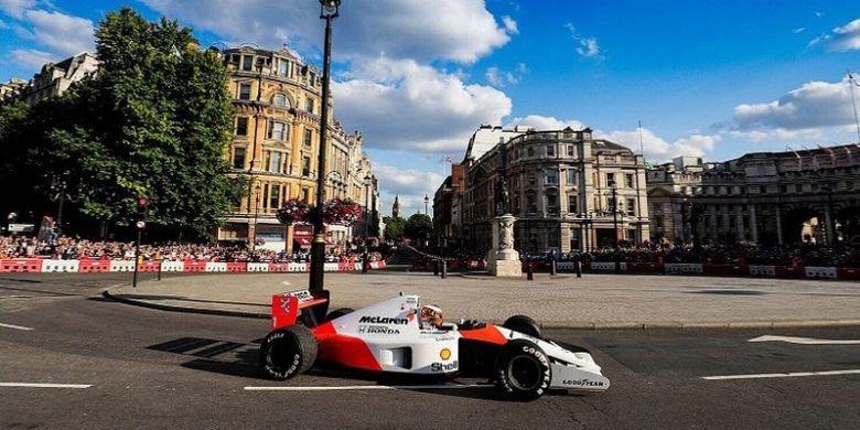 Acara eksibisi F1 Live London digelar di area Whitehall dan Trafalgar Square, Rabu (12/7/2017) waktu setempat.