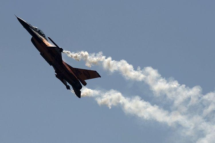 Pesawat jet F-16 milik Angkatan Udara Belanda.
