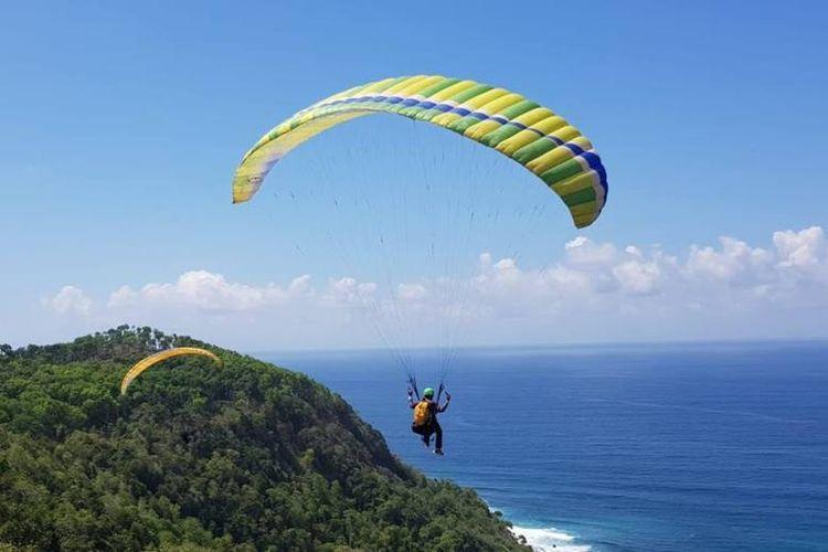 Paragliding Trip of Indonesia (TROI) memasuki seri kelima atau grand final di Bukit Waung, Pantai Modangan, Sumberoto, Donomulyo, Kabupaten Malang, Jawa Timur, 23-25 November 2018.