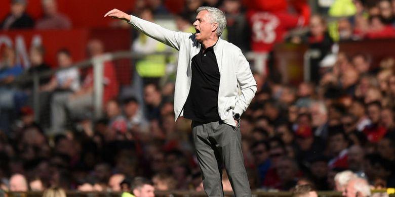 Ekspresi pelatih Manchester United, Jose Mourinho, dalam laga Liga Inggris kontra Watford di Stadion Old Trafford, Manchester pada 13 Mei 2018.