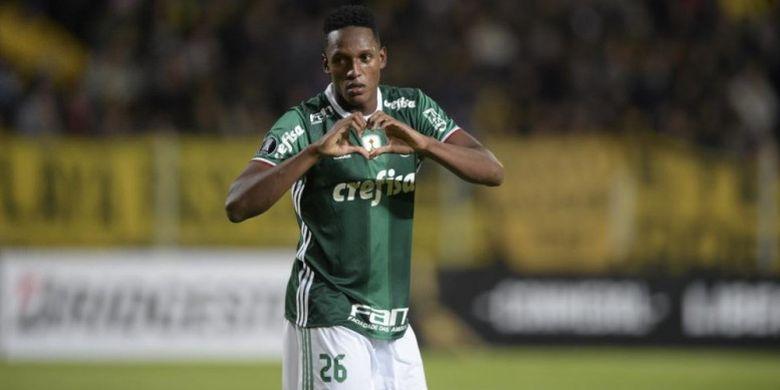 Yerry Mina merayakan golnya untuk Palmeiras ke gawang Penarol dalam partai Piala Libertadores di Siglo Stadium, Montevideo, 26 April 2017.