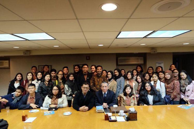 Sebelum bertanding di Harvard MUN, Boston, para siswa SMA Labschool Jakarta berkesempatan berkunjung ke kantor Perwakilan Tetap Republik Indonesia (PTRI) untuk PBB, New York.