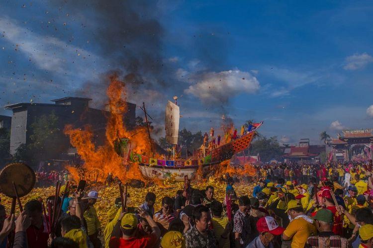 Suasana Festival Bakar Tongkang 2018 di Bagansiapiapi, Kabupaten Rokan Hilir Provinsi Riau, Sabtu (30/6/2018).