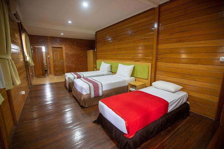 Suasana kamar villa di Jambuluwuk Convention Hall & Resorts Puncak, Jawa Barat.