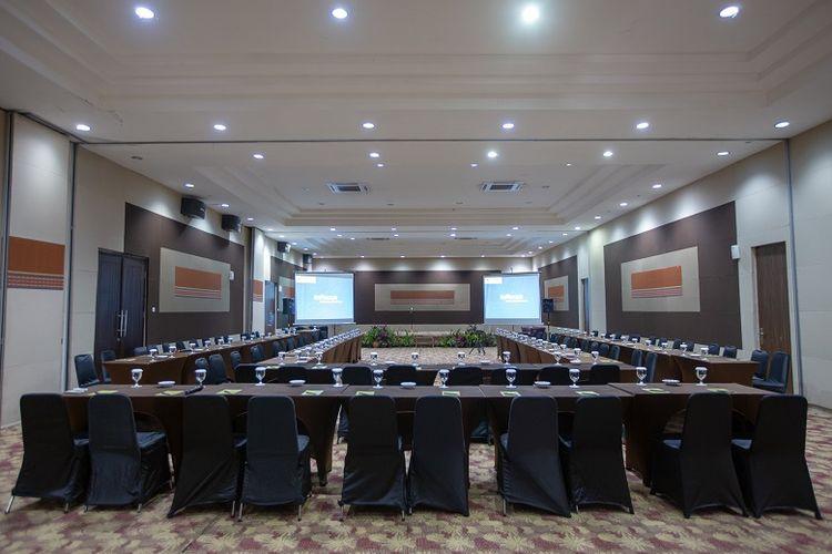 Fasilitas ruang meeting Jambuluk Convention Hall & Resorts Puncak, Jawa Barat.