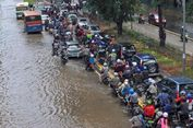Antisipasi Banjir, DKI Siapkan Logistik Bahan Pokok hingga Dapur Umum