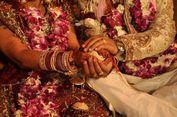 Pria di India Bantu Istrinya Nikahi Pria Lain