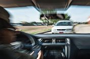 Adab Pengemudi Ketika Mobil Berpapasan di Kondisi Jalan tak Normal