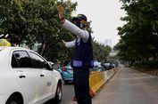 Diimbau Keluar 'Busway', Pengendara Gran Max dan Nissan Pukul Petugas Transjakarta
