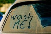 Ngabuburit Sambil Bersihkan Kaca Film Mobil