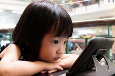 Gawai Sebabkan Anak Terlambat Bicara, Benarkah?