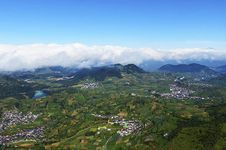 Indahnya Sabana dan Dataran Tinggi Dieng dari Gunung Prau
