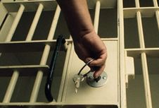 Mencari Pihak yang Bertanggung Jawab Atas Kaburnya 2 Tahanan Polres Jaktim...