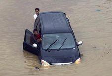 Beli Mobil Bekas Banjir Ada Untungnya