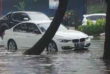 Tips Cerdas Bila Mobil Terendam Banjir