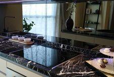 Ingin Dapur Anda Tampak Glamor? Tambahkan Cermin