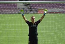 Dirumorkan ke Liverpool, Cillessen Ingin Bertahan di Barcelona