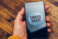 Menyambut Era Cashless, Apa Saja Keuntungannya?