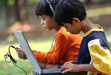 """Tak Selalu Berdampak Buruk Bagi Anak, """"Gadget"""" Bikin Belajar Lebih Menyenangkan"""