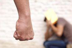 Istri Hajar Suaminya Setelah Ditegur karena Main Judi
