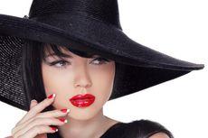 Lipstik Merah, Simbol Keberanian Perempuan