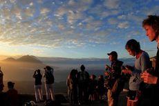 Turis Eropa Dominasi Pendakian Gunung Batur di Bali