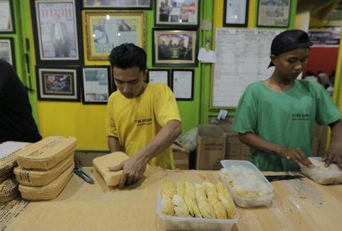 10 Buah Tangan Wajib dari Kota Medan