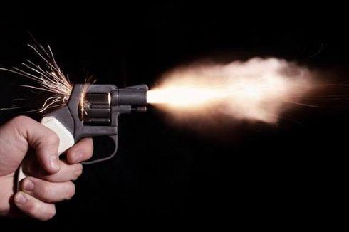 Ayah di India Ajari Bocah 3 Tahun Cara Mengisi Pistol Revolver