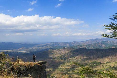 Menikmati Keindahan Hamparan Perbukitan di Gunung Besek, Wonogiri