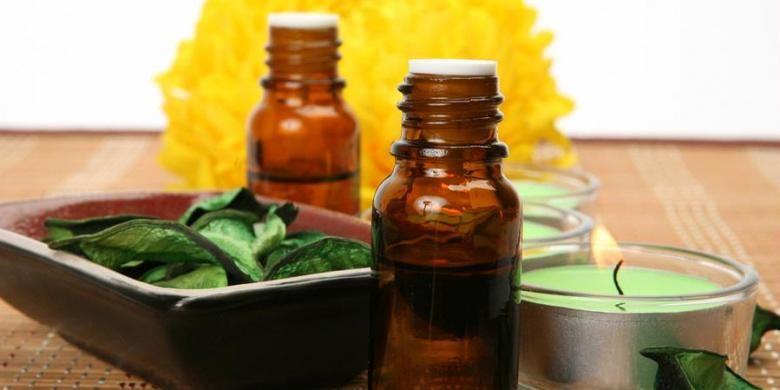 Aromaterapi dikenal sebagai salah satu cara terapi kesehatan yang aman dan nyaman dengan menggunakan minyak esensial atau sari pati hasil ekstrak bunga, daun, buah dan bagian lain tumbuh-tumbuhan. Senyawa aromatik yang menjadi kandungan utamanya dapat mempengaruhi suasana hati atau kesehatan.