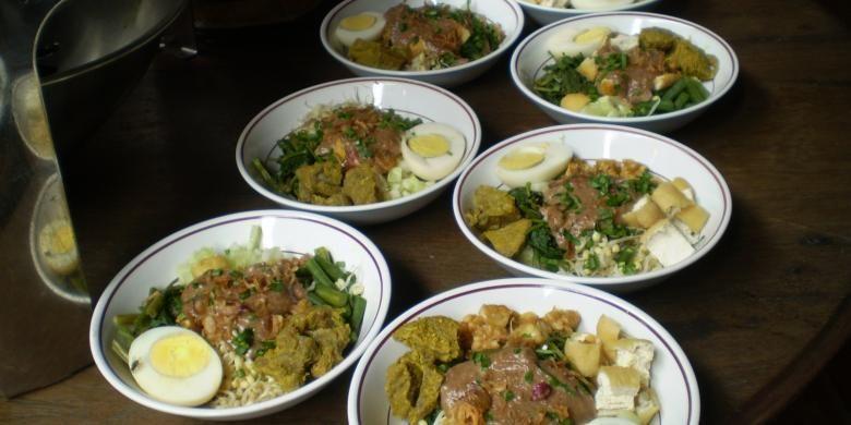 Perpaduan antara dua hal dapat melahirkan sesuatu yang baru. Seperti di Banyuwangi, Jawa Timur, sebuah jenis kuliner yang khas lahir berkat perpaduan antara rujak dan soto.