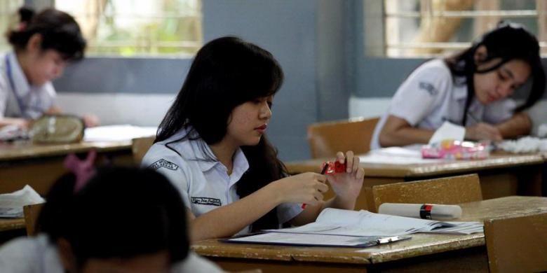 Ilustrasi. Siswa mengikuti ujian nasional SMA/SMK sederajat.