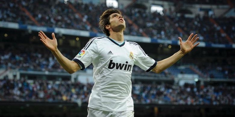 Gelandang Real Madrid,Ricardo Kaka, merayakan golnya ke gawang Valladolid, pada pertandingan Liga BBVA, di Santiago Bernabeu, Sabtu (4/5/2013).