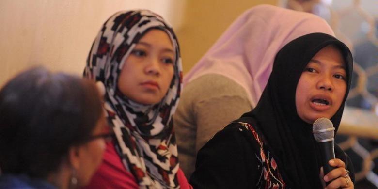 Direktur Eksekutif Perkumpulan untuk Pemilu dan Demokrasi (Perludem) Titi Anggraeni, Koordinator Gerakan PEmberdayaan Swara Perempuan Yuda Irlang, dan Ketua Komisi Pemilihan Umum DKI Jakarta Dahlia Umar (kiri ke kanan) menjadi pembicara dalam diskusi tentang kuota calon legslatif perempuan di Jakarta, Minggu (12/5/2013). Diskusi membahas kemampuan partai politik dalam memenuhi ketentuan 30 persen calon legislatif perempuan per daerah pemilihan dalam Pemilu 2014.
