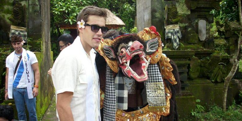 Wisman di Gianyar, Bali.
