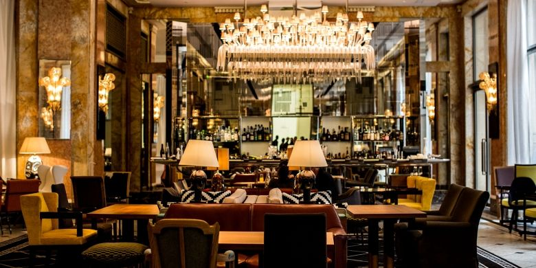 Hotel Prince De Galles ini merupakan koleksi hotel mewah terbaru Starwood dengan bendera Luxury Collection. Ia mengadopsi langgam arsitektur art deco.