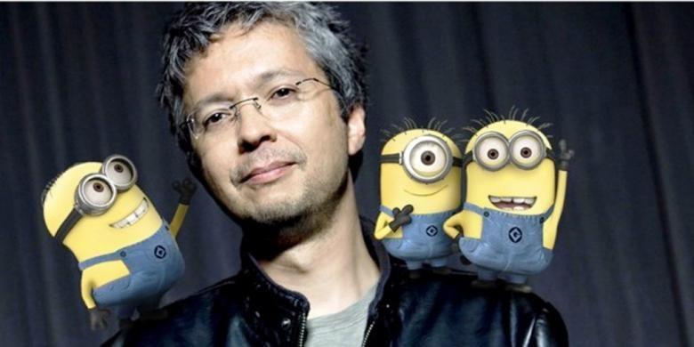 Pierre Coffin, sutradara film-film Despicable Me, berfoto bersama para Minion.