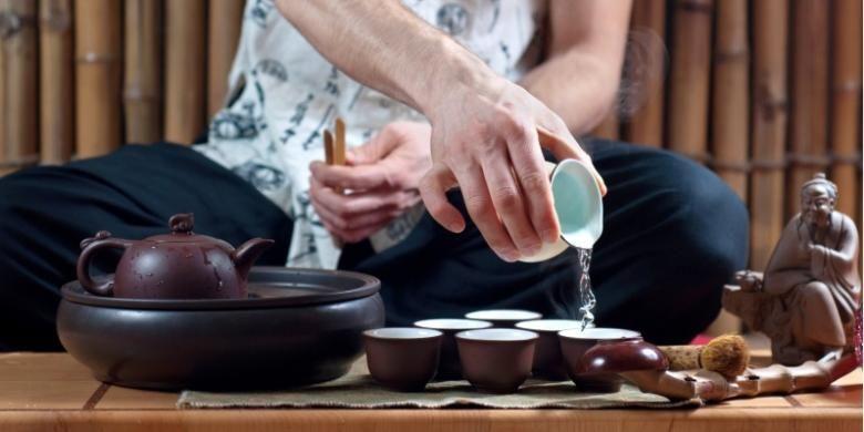 Masyarakat China sendiri dikenal dengan tradisi minum tehnya yang rumit.